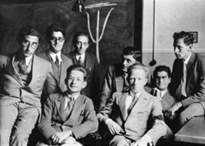 V Americkém ústavu pro fyziku. Společně s G. Placzkem na snímku W. A. Fowler, O.R. Ramsay, N.F. Foster a H. Kepferman