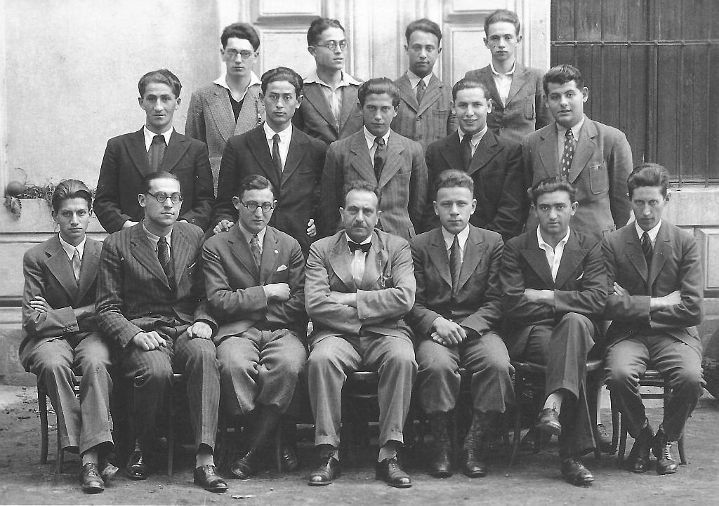7. tř. 1933/34 Alfred Drachmann 1. zprava v 2. řadě, uprostřed sedící prof. Friedrich Frankl