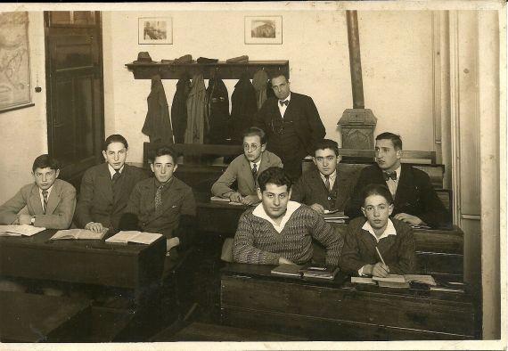 5. Kl. 1931/32 Alfred Drachmann v přední řadě 2. zprava