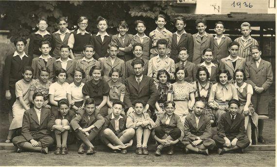 3. tř. 1935/36 Eva Taussová ve 3. řadě 3. zprava