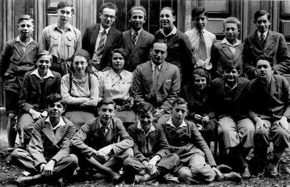 3.tř. 1939/40 - uprostřed prof. Otto Ungar
