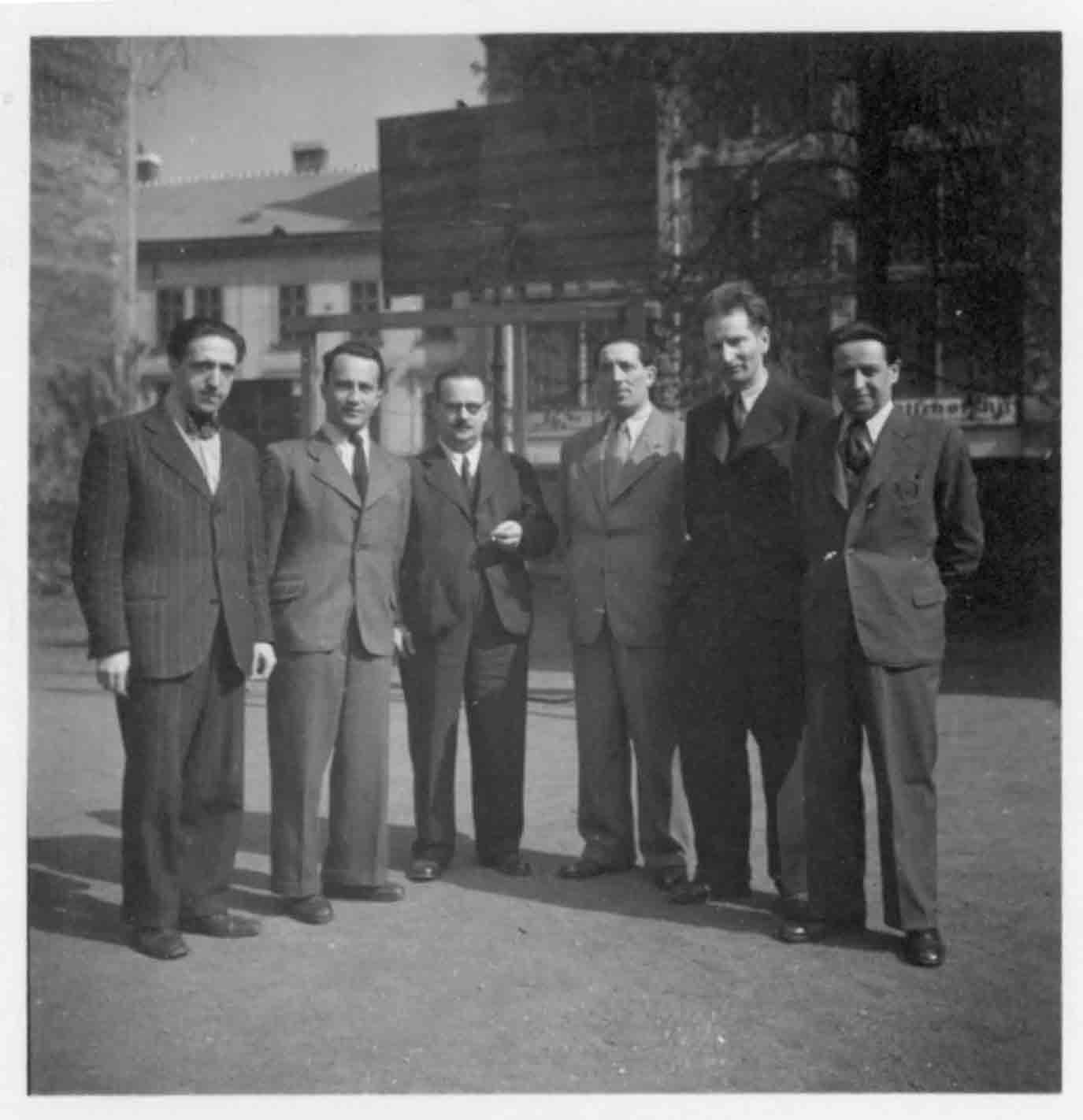 Zleva: Pavel Haas, Valtr Eisinger, Eduard Drachmann, Engelstein, Erich Blau, tajemník